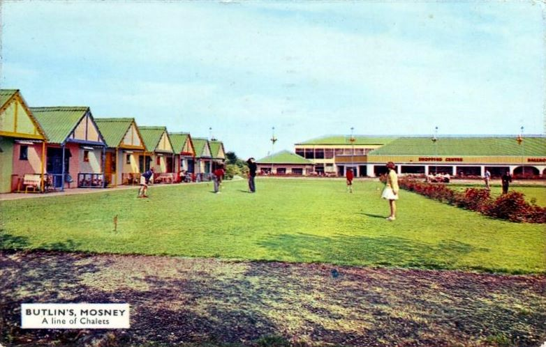 BUTLINS MOSNEY CHALETS PUTTING
